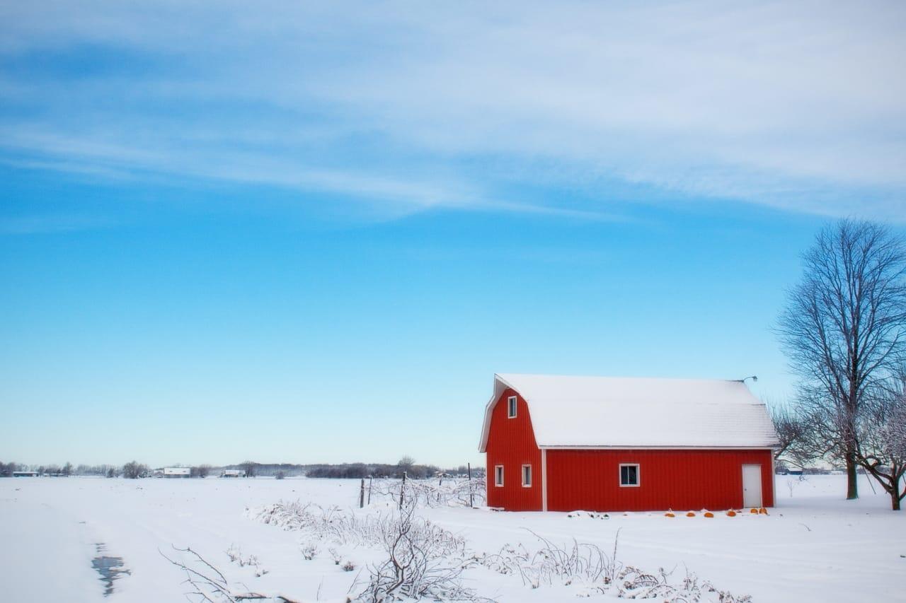 red-barn-in-snowy-field
